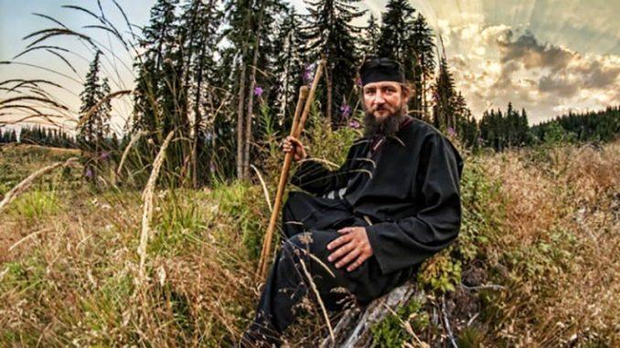 """Părintele Pantelimon de la Oașa: """"Depresia apare atunci când oamenii nu-şi mai înţeleg menirea pe acest pământ"""""""