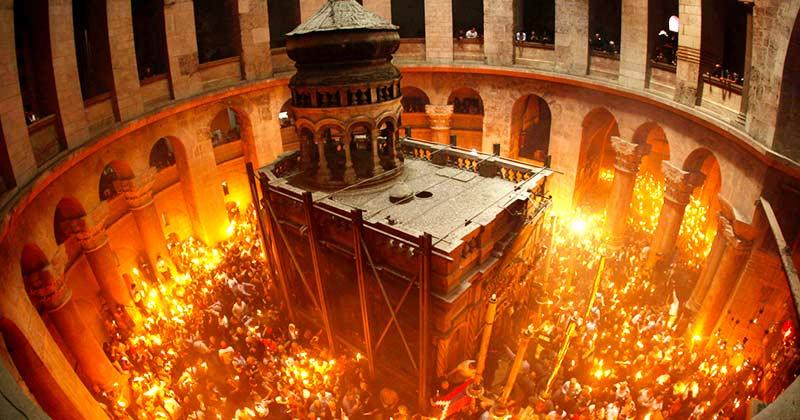 Cum vine Sfânta Lumină la Ierusalim! Mărturie văzută și trăită din interiorul Sfântului Mormânt! Vezi acest filmuleț cutremurător! Schimbă vieți!: