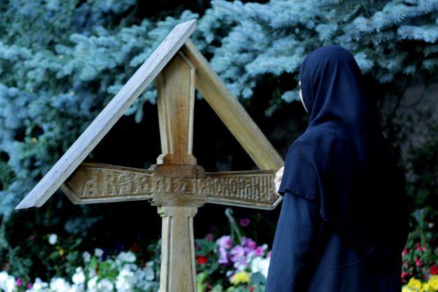 Cea mai puternică rugăciune! Trebuie neapărat să o rostești astăzi: Rugăciunea de marți te scapă de necazuri. Măicuțele de la Mănăstirea Prislop o rostesc de trei ori la rând în a doua zi a săptămânii