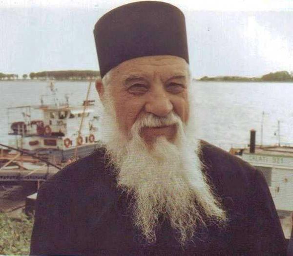 Părintele Gheorghe Calciu: Încearcă să spui Tatăl nostru şi ai să vezi că o mie de gânduri o să îţi treacă prin minte
