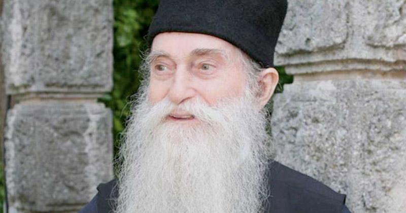 """Părintele Arsenie Papacioc: """"Mai întâi de toate, sunt convins că, oriunde am fi, suntem cu voia lui Dumnezeu"""" Nimic nu este întâmplător în viață nici măcar atunci când suntem în suferințe și necazuri!"""