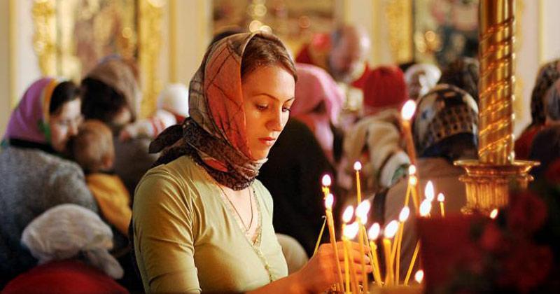 De ce poată femeile ortodoxe batic în biserică