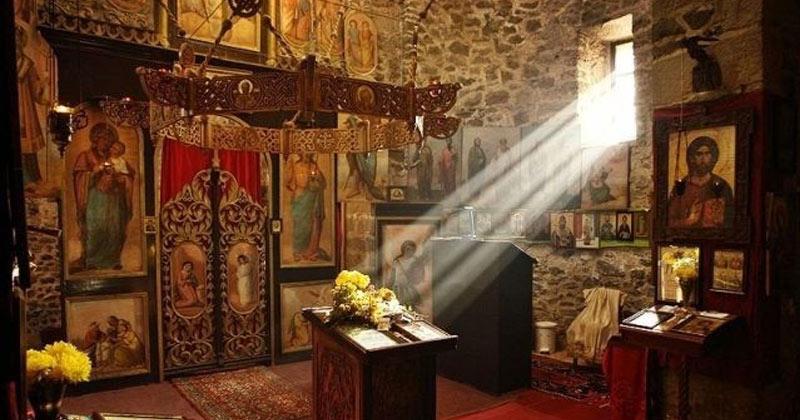 Un pustnic din Muntele Athos dezvăluie secretul! Ce să faci ca să vină binecuvântarea lui Dumnezeu în casa ta!
