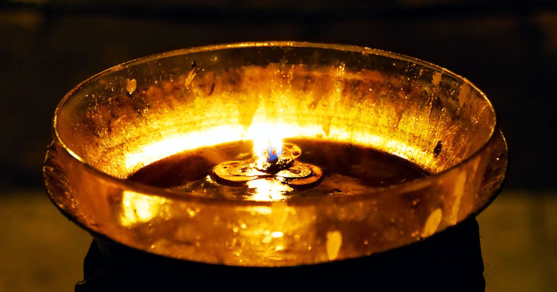 Uleiul din candelă vindecă! Rugăciune la aprinderea candelei! Cum să faci? Caz real, cutremurător: