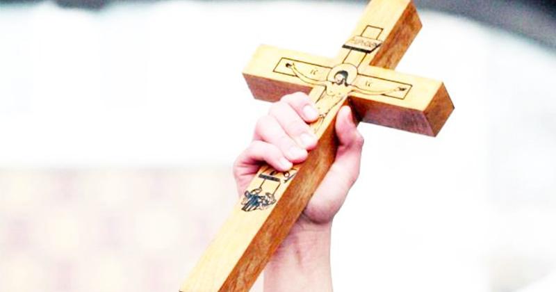 """Repetă rugăciunea aceasta și nu te mai teme de nimic: """"Cruce sfântă, culcă-mă …!"""" 15 cuvinte! Azi, la ziua mare a Arătării Sfintei Cruci!:"""