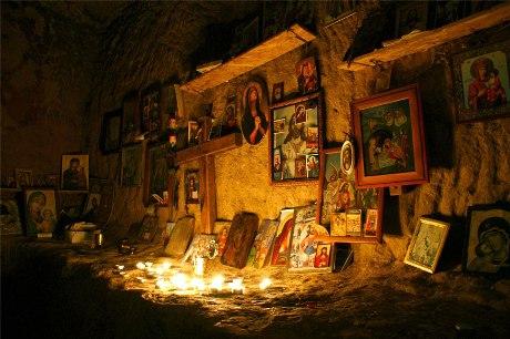 Dacă treci printr-o perioadă mai grea, ai o dorință arzătoare, trebuie să ajungi aici! Acesta este locul magic din România unde toate dorinţele se împlinesc! Povestea lui este extraordinară