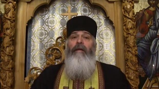 """Părintele Calistrat explică de ce creștinii nu au voie să poarte ață roșie la mână. """"Exagerarea nu face parte din tabieturile unui ortodox cuminte"""""""