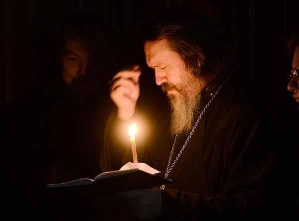 """Nu te lăsa de rugăciune, chiar dacă nu mai știi ce spui – """"Chiar de nu pricepi cuvântul, îl pricepe cel rau şi se teme"""""""