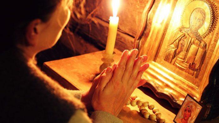 Rugăciunea de la miezul nopţii are puteri supranaturale. Pur şi simplu îţi îndeplineşte toate dorinţe
