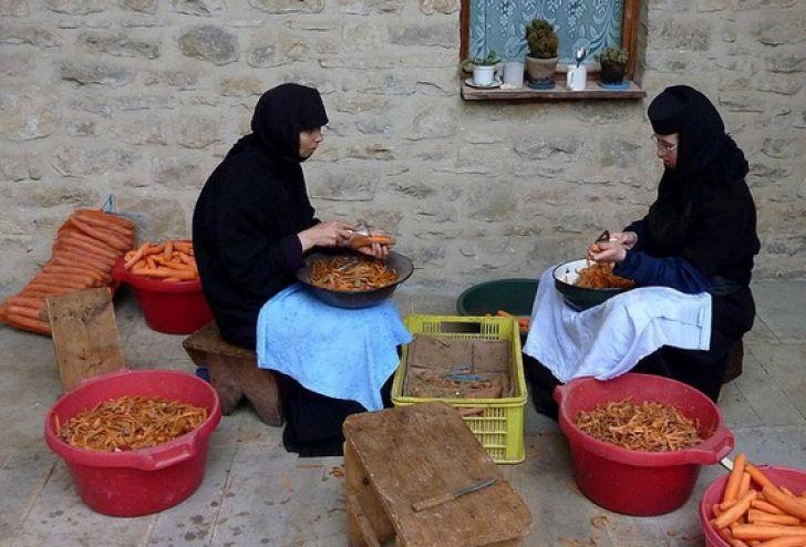 Maica Siluana: De ce e mai bună mâncarea la mănăstire decât acasă? Ingredintele minune care dau gustul nemaipomenit al bucatelor cu har!