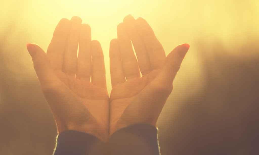 Rugăciunea care alungă farmecele. Se spune sâmbăta