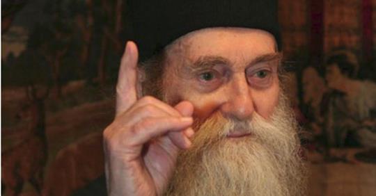"""Pr. Arsenie Papacioc: """"Daca te razbuni, ramai dator la Dumnezeu. Daca nu te razbuni, ramane Dumnezeu dator la tine"""""""