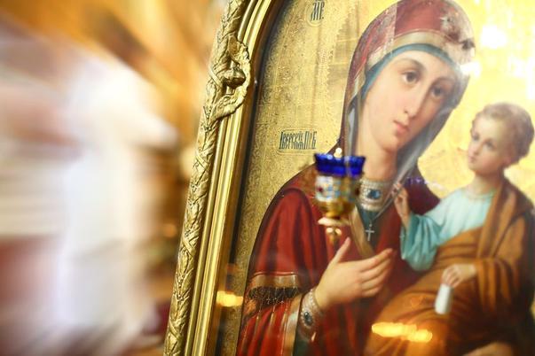 Icoana Maicii Domnului face minuni. Unde poți să te rogi la ea