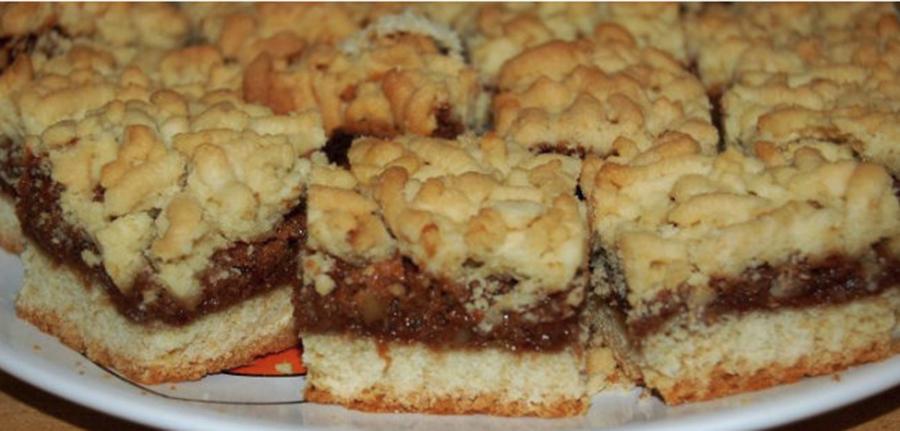 Prăjitura în straturi, cu mere – încă o rețetă genială pentru iubitorii de prăjituri cu mere