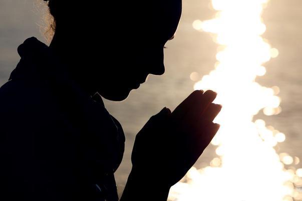 Ritualul de rugăciune seara te ajută să depășești orice obstacol