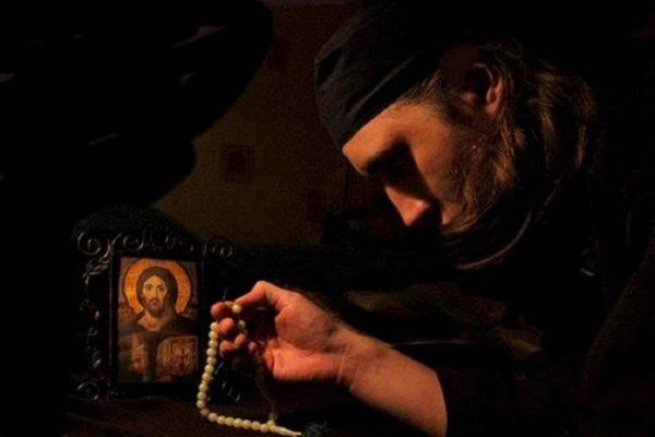 Rugăciunea scurtă cu cea mai mare putere! Spune-o și tu în momentele grele ale vieții