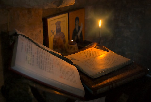 Maica Pelaghia: Cât de puternică este rugăciunea spusă la 12 noaptea? Vezi cat te poate ajuta