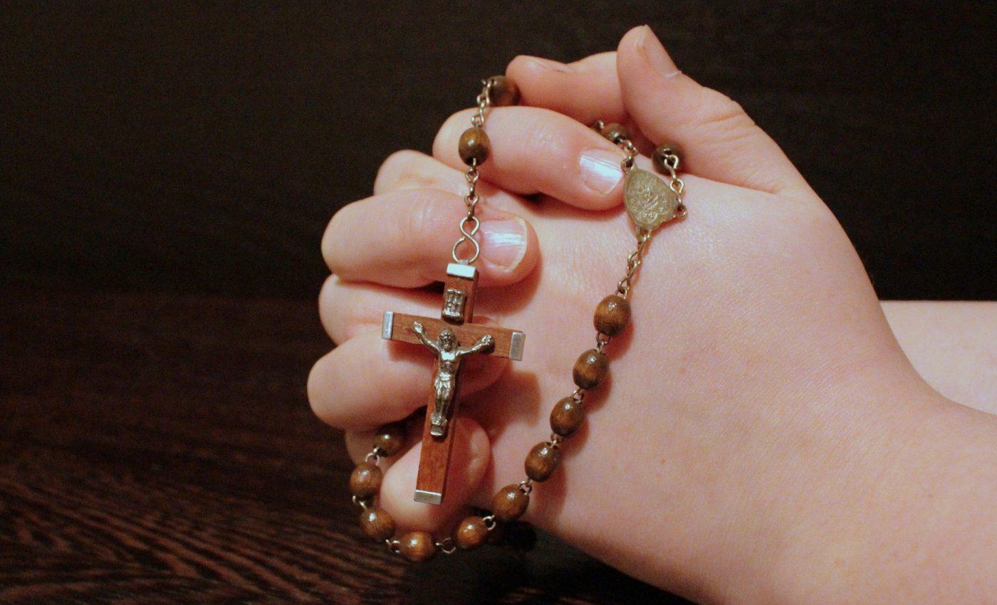 Ce rugăciune să spui SAMBATA ca să ți se împlinească dorințele si te fereste de necazuri