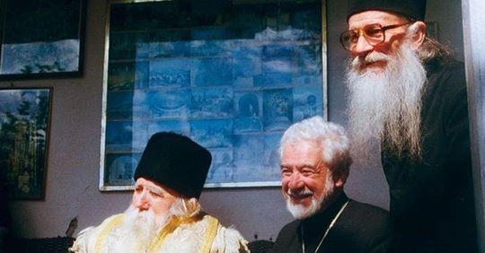 """Dumnezeu te ajuta daca rosestesti aceste doua cuvinte! Părintele Ioanichie Bălan: """"Întotdeauna când plec undeva şi când încep ceva zic așa!"""""""