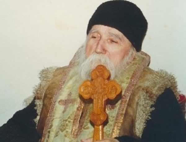 Părintele Cleopa: Știi ce să faci când ești bolnav? Dumnezeu de la omul bolnav, două lucruri cere! Acestea sunt: