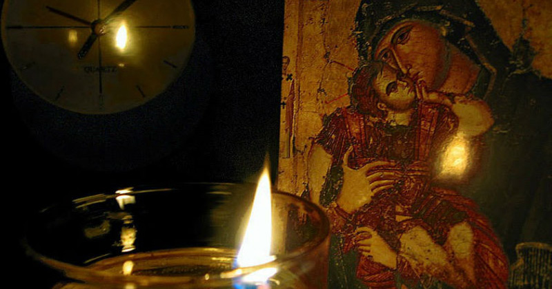 Preacurată Fecioară, eu îţi voi aprinde candela, tu să ai grijă! Ce minune face candela aprinsă la icoana Maicii Sfinte! Rugăciunea specială care se spune cu credinţă: