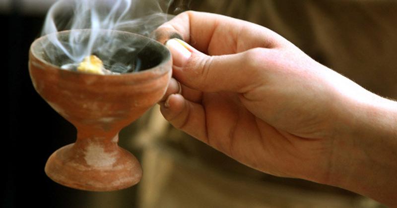 Harul lui Dumnezeu! Tămăia alungă toate duhurile rele din preajma casei tale! Cum se aprinde corect: