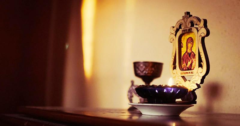 Cine nu poate ţine candela mereu aprinsă, este bine să o aprindă măcar în aceste momente: