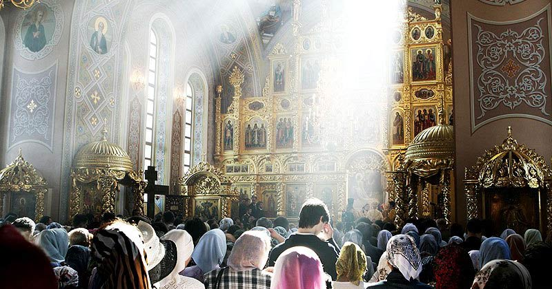 Când omul frecventează mereu biserica, el se găseşte sub …