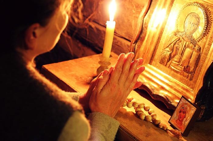 Citeste rugăciunea de seară în 4 puncte!