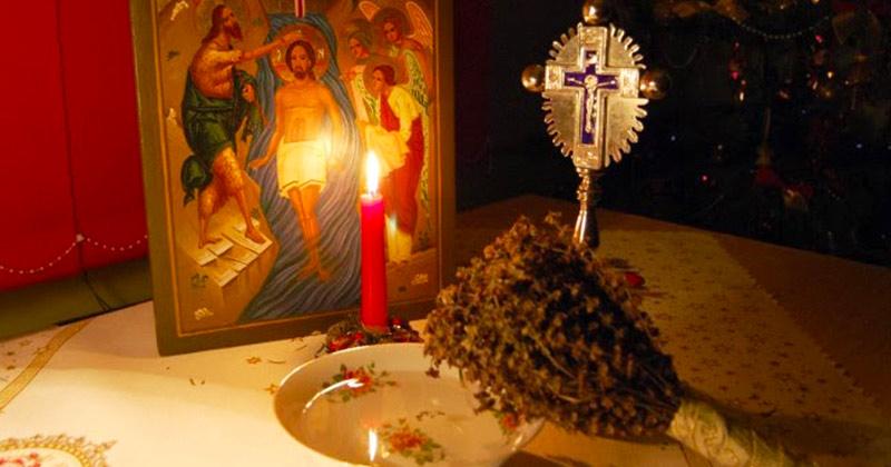 Agheazma aduce binecuvântarea lui Dumnezeu şi vindecă neputinţele! Uite cum se ia corect şi care e legătura ei cu Sfânta Împărtăşanie: