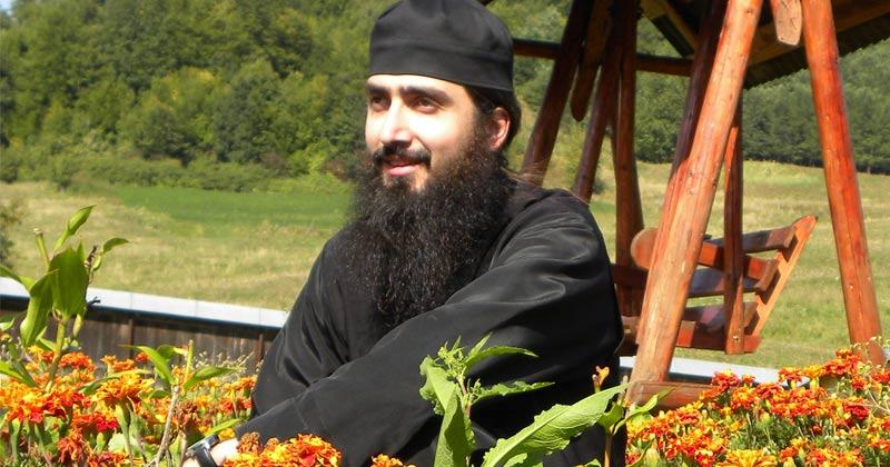 Părintele Hrisostom Filipescu: Ajutorul lui Dumnezeu vine acolo unde este dragoste, nădejde şi credinţă