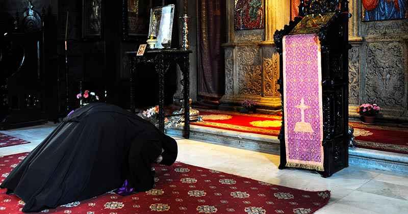 Pustnic sfânt din Muntele Athos: Metaniile ajută mai mult decât orice! Câte metanii să faci pentru îndeplinirea dorinței: