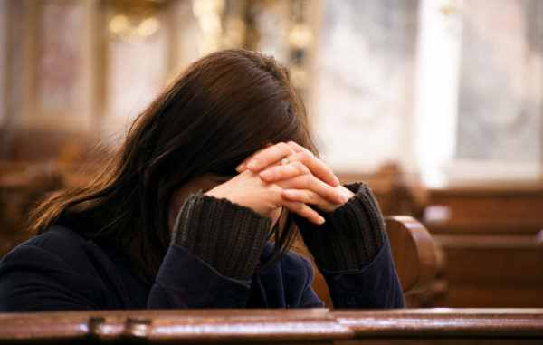 În momentele grele în care ai probleme financiare, fă o cruce și rostește rugăciunea puternică pentru bani:
