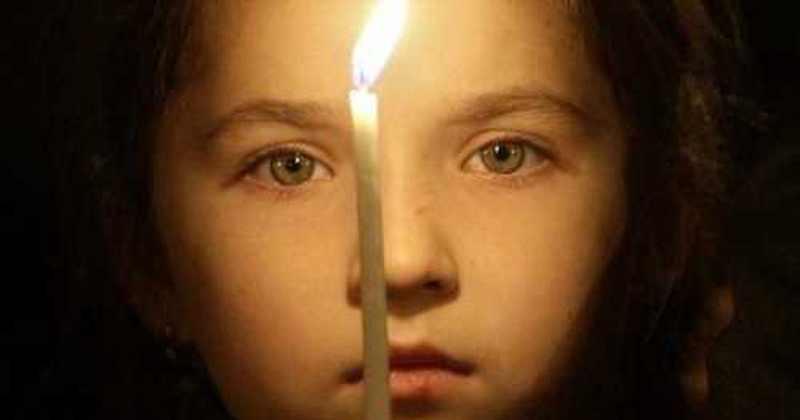 Rugăciunea de copil face minuni extraordinar de mari! Iată dovadă! Tu îl pui pe copilul tău să se roage pentru familia voastră?